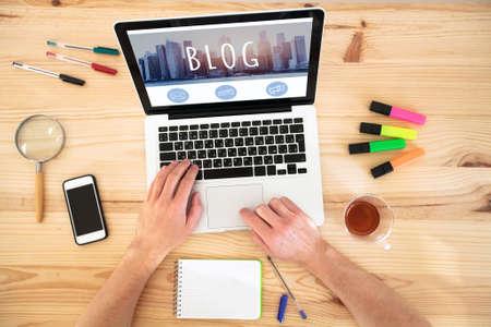 Photo pour blog, hands writing on keyboard of computer, blogging concept - image libre de droit