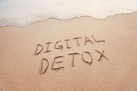 Photo pour digital detox concept, words written on the sand of beach - image libre de droit