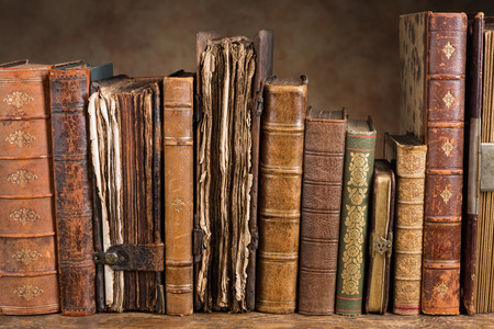 Photo pour Row of ancient books some of them over 300 years old - image libre de droit