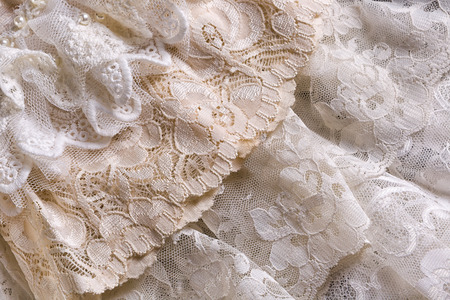 Photo pour Closeup of white beige and ivory vintage lace fabrics - image libre de droit
