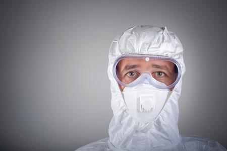 Foto de Scientist in protective wear, glasses, respirator - Imagen libre de derechos