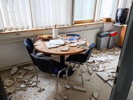 Foto de Ruined kitchen by collapsed ceiling. - Imagen libre de derechos