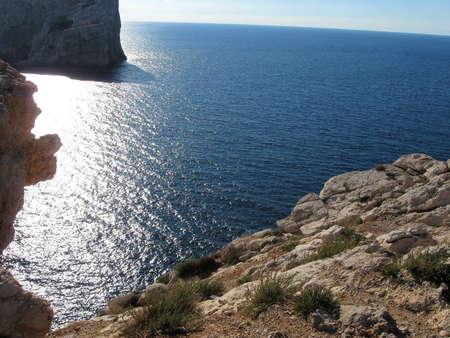 Foto de Cliff with rock on meditarranean sea in Turkey - Imagen libre de derechos