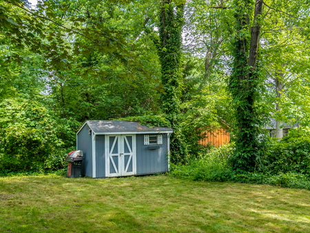 Photo pour Stock photo of the shed at the private backyard - image libre de droit