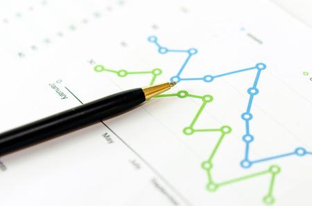 Photo pour Financial graphs analysis and pen. - image libre de droit