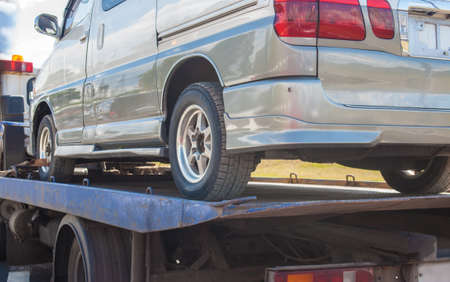 Foto de help on road transports wrecker broken miniveins - Imagen libre de derechos