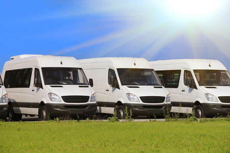 Foto de number of new white minibuses and vans outside - Imagen libre de derechos