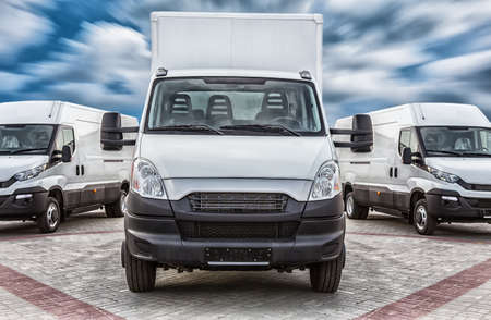 Photo pour Transport truck and minivans cargo delivery - image libre de droit