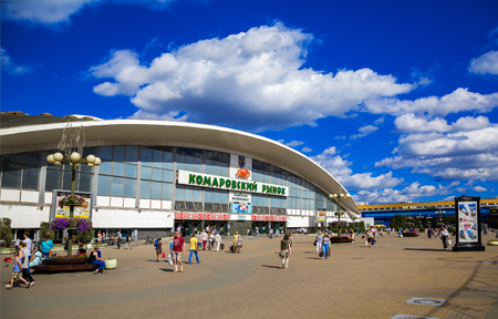 Foto de Belarus, Minsk, architecture, Komarovsky market against the blue sky, building fragment, July 30, 2017, editorial - Imagen libre de derechos