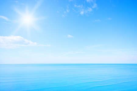 Photo pour Blue sky - image libre de droit