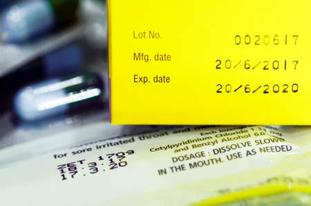 Foto de Manufacturing date and expiry date on some pharmaceutical packaging. - Imagen libre de derechos