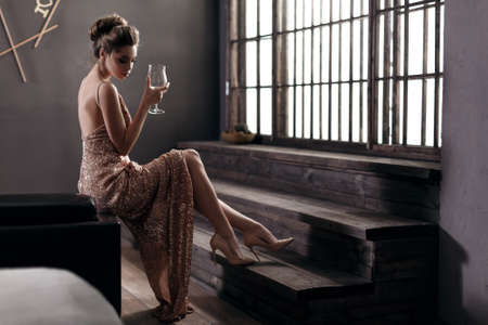 Foto de beautiful girl in evening dress - Imagen libre de derechos