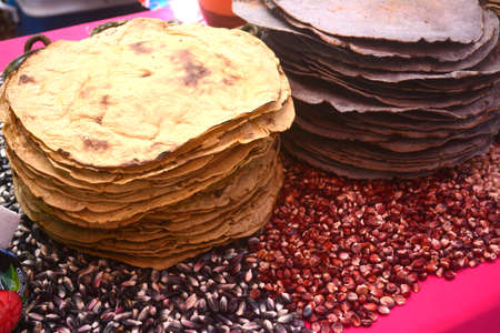 Photo pour Mexican traditional corn huge tortilla for Tlayuda, an ethnic food from Oaxaca state - image libre de droit