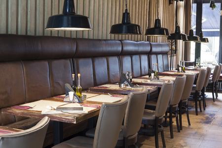 Photo pour table set up in restaurant interior,shalow deepth of field - image libre de droit