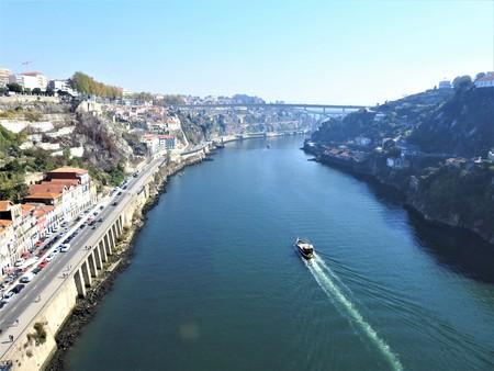 Photo pour The river Duero and the bridge: Ponte to Infante. Portugal. - image libre de droit