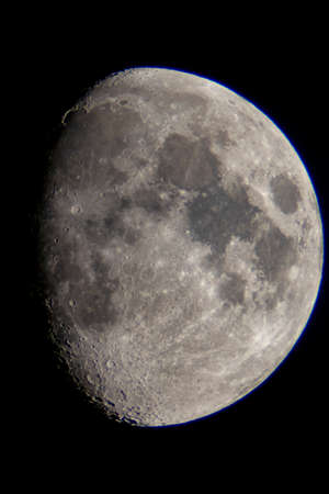 Foto de Crescent moon seen from a telescope - Imagen libre de derechos