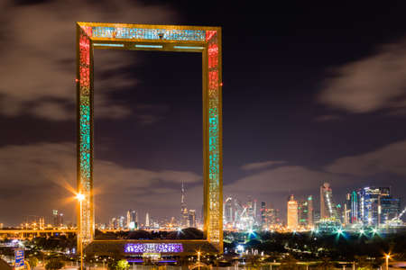 Foto de Dubai skyline and the Frame at night - Imagen libre de derechos