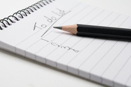 Foto de Close up of  a pencil and a notepad - Imagen libre de derechos