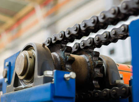 Foto de The mechanism of the chain transmission. Bearing, drive shaft, gear and chain lubrication. - Imagen libre de derechos