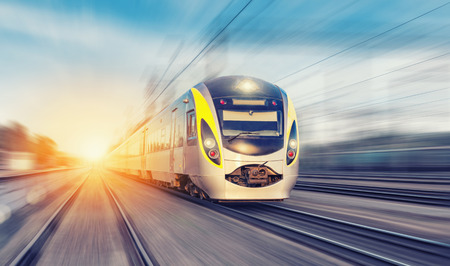 Foto per Modern high speed train on a clear day with motion blur - Immagine Royalty Free