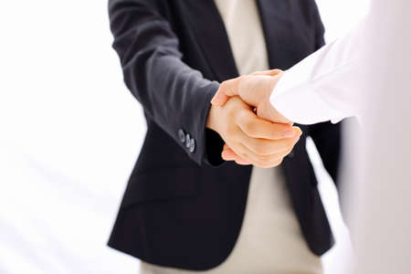 Photo pour business handshake - image libre de droit