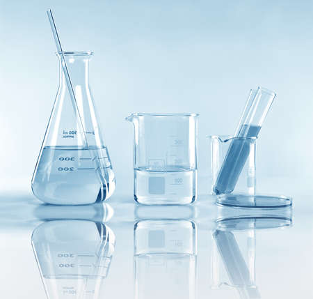 Foto de Scientific laboratory experimental glassware with clear solution, Symbolic of science research and development. - Imagen libre de derechos