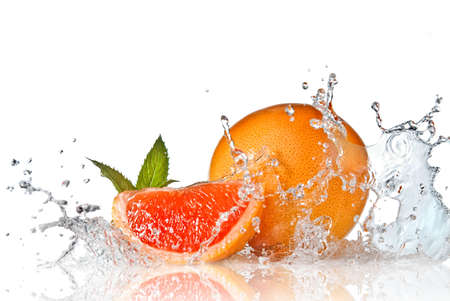 Photo pour Water splash on grapefruit with mint isolated on white - image libre de droit