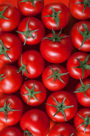 Photo pour red tomatoes background. top view - image libre de droit