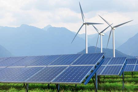 Foto de solar panels and wind turbines against mountains - Imagen libre de derechos