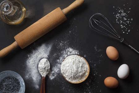 Photo pour flour and ingredients on black table - image libre de droit