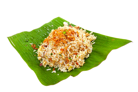 Foto de Egg and ham  fried rice topped with crispy pork served on banana leaf in georgetown penang street food malaysia on isolated white background with clipping path - Imagen libre de derechos