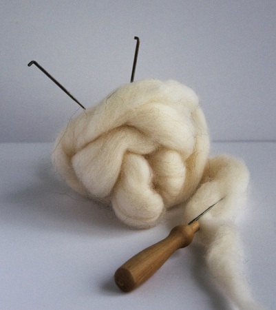 Photo pour Felting wool and tools: needles, handle for needles.Concept hand made - image libre de droit
