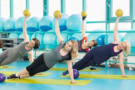 Foto de Woman with an exercise ball - Imagen libre de derechos