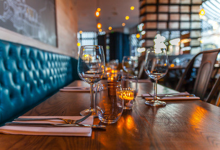 Foto de table set restaurant - Imagen libre de derechos