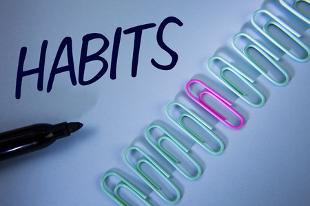 Foto de Word writing text Habits. Business concept for Regular tendency or practice Routine Usual Manners Behavior Pattern written Plain Blue background Paper Clips and Marker next to it. - Imagen libre de derechos