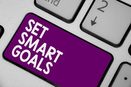 Photo pour Conceptual hand writing showing Set Smart Goals. Business photo showcasing Establish achievable objectives Make good business plans Keyboard purple key computer computing reflection document - image libre de droit