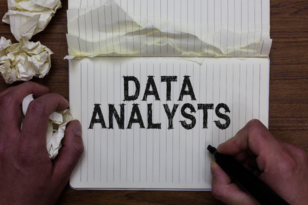 Foto de Writing note showing Data Analysts. - Imagen libre de derechos