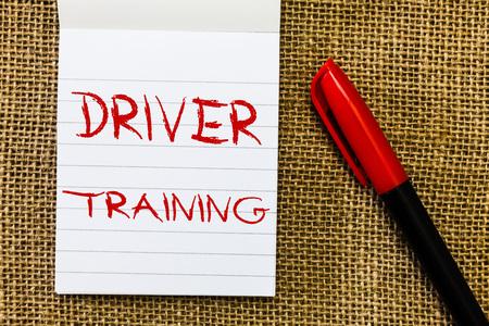 Photo pour Handwriting text Driver Training. Concept meaning prepares a new driver to obtain a driver's license. - image libre de droit