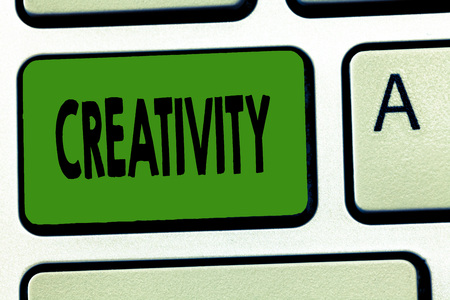 Photo pour Handwriting text Creativity. Concept meaning Use of imagination or original ideas to create something. - image libre de droit