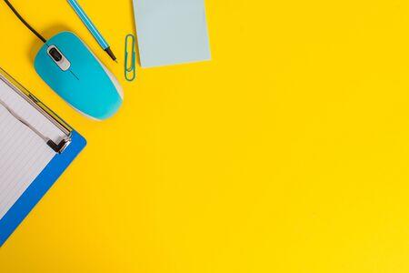 Foto de Metal clipboard blank paper sheet clip mouse pencil note colored background - Imagen libre de derechos