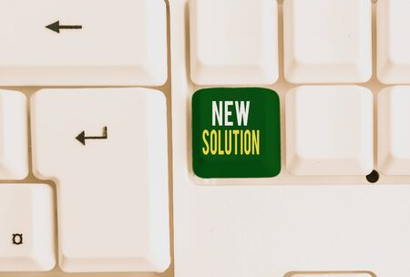 Photo pour Conceptual hand writing showing New Solution. Concept meaning Modern Innovation Latest effective approach to a problem White pc keyboard with note paper above the white background - image libre de droit