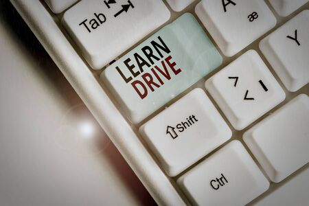 Photo pour Writing note showing Learn Drive. Business concept for to gain the knowledge or skill in driving a motor vehicle White pc keyboard with note paper above the white background - image libre de droit