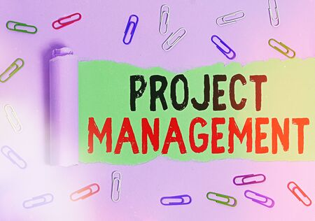 Foto de Text sign showing Project Management. Business photo showcasing practice of the work of a team to achieve specific goals Rolled ripped torn cardboard placed above a wooden classic table backdrop - Imagen libre de derechos