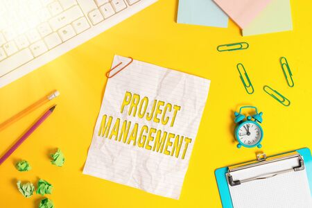 Foto de Word writing text Project Management. Business photo showcasing practice of the work of a team to achieve specific goals Flat lay above copy space on the white crumpled paper - Imagen libre de derechos