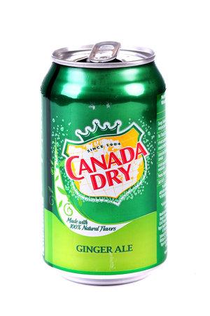 Foto de Aluminium can of the Canada Dry Ginger Ale isolated over white background - Imagen libre de derechos