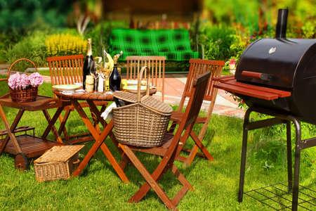 Photo pour Summer BBQ Party or Picnic in backyard. Tilt-shift effect. - image libre de droit