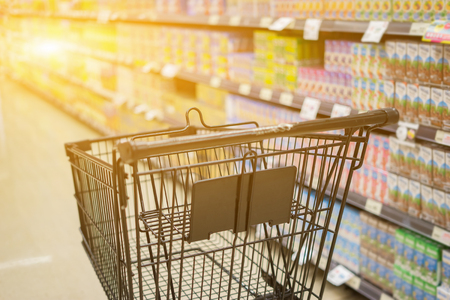 Foto de Abstract blurred photo of trolley in department store bokeh background,Shopping cart in supermarket ,vintage color - Imagen libre de derechos