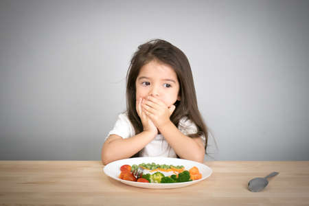 Photo pour children don't want to eat vegetables - image libre de droit