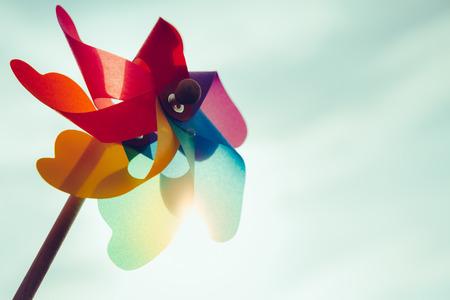 Photo pour Windmill toy against the sun in the sky - image libre de droit