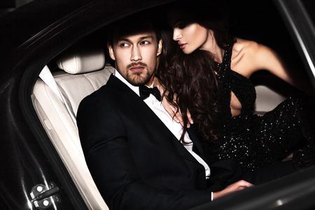 Photo pour Sexy couple in the car. Hollywood stars. - image libre de droit